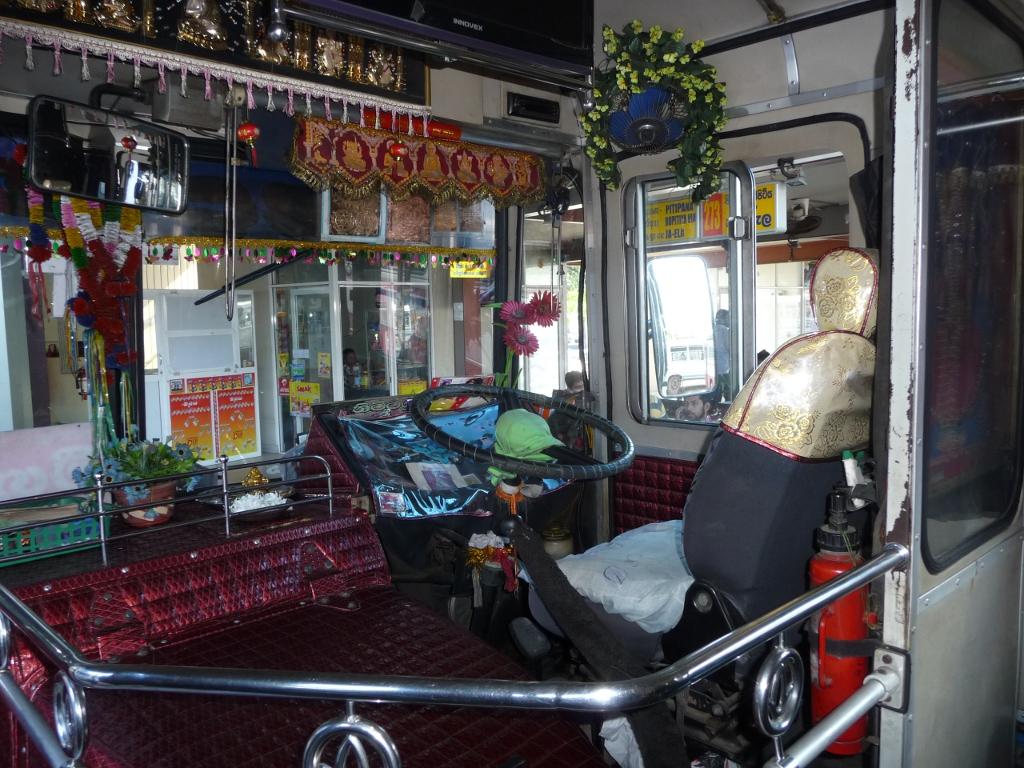 Cabine de conduite du Bus Negombo-Kandy